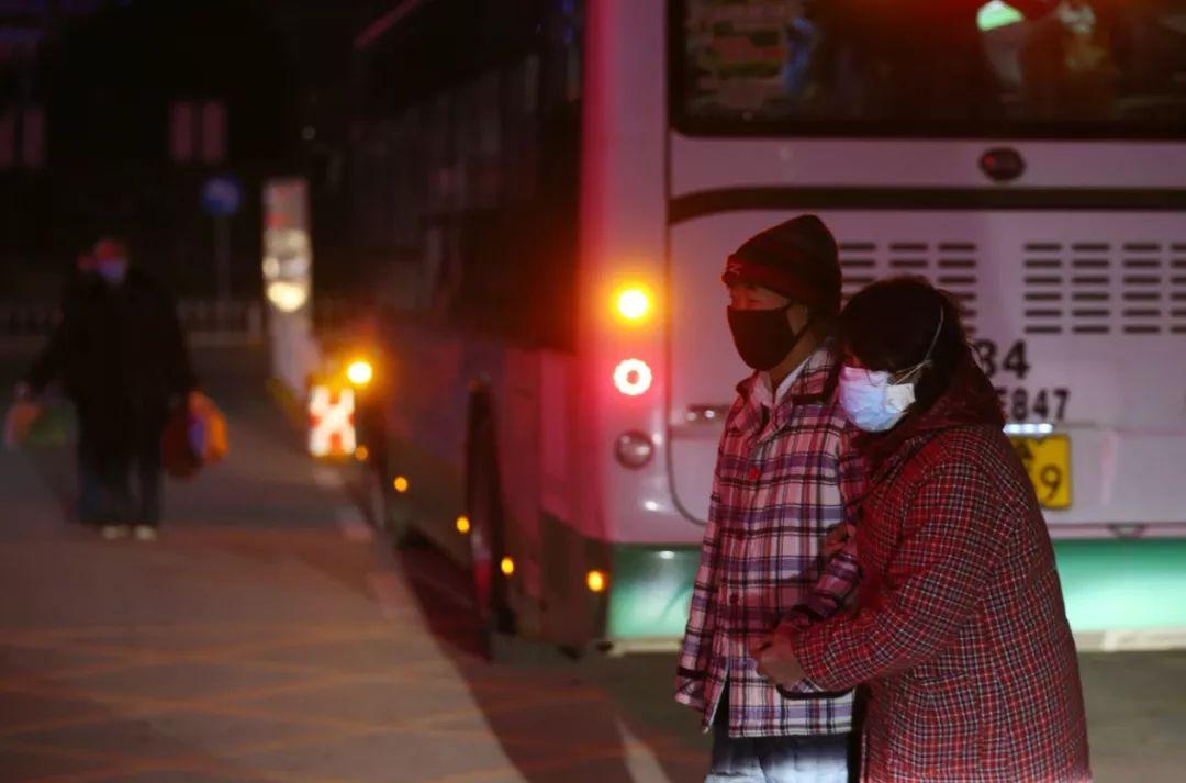 记者在武汉拍下的这一幕,让中央赴湖北指导组震怒!7884 作者:芒果飘香 帖子ID:278573 记者,在武汉,武汉,一幕,中央,